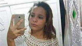 巴西少女奧莉維拉(Karina Saifer Oliveira)因裸照外洩自殺。(圖/翻攝自THE SUN)
