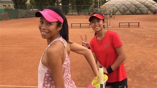▲謝淑薇(左)與謝淑映攜手奪下夏威夷公開賽后冠。(資料照/翻攝自謝淑薇臉書)