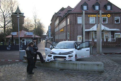 德國汽車衝撞人群6傷,庫克斯港(Cuxhaven),圖/美聯社/達志影像