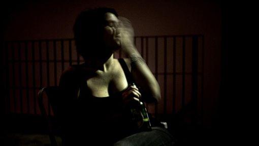 女生 女性 喝醉https://www.flickr.com/photos/ciadefoto/3235227600/