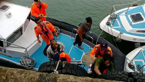 駱姓船長及2船員平安獲救。(圖/翻攝畫面)