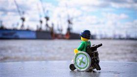 -長照-輪椅-▲圖/攝影者SOZIALHELDEN, flickr CC License(https://www.flickr.com/photos/sozialhelden/13924149386/)