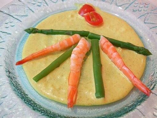 西堤,王品,開胃菜,鮮蝦蘆筍,黃黃的醬,西堤牛排