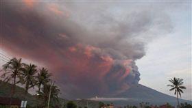 印尼,峇里島,機場,火山(圖/翻攝自@ajplus)https://twitter.com/search?q=Bali&src=typd&lang=zh-tw