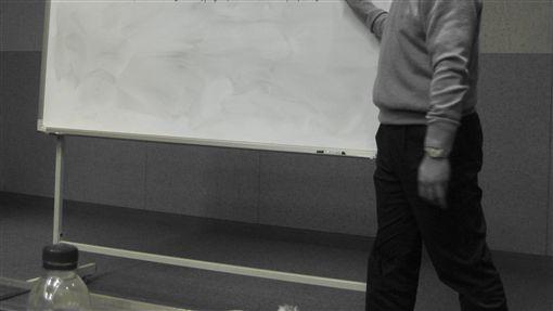 教師 老師https://www.flickr.com/photos/samiq/3291699016/in/photolist-61SPrj-aiqp9T-aPWfR-bDpaEv-aiqDCX-4FnXWU-8TM9He-4QtQoB-7vn6qc-snC12o-d9XEwE-Ppq1w-v3GCb-9mtAPz-ait44d-aisWzY-6FPUfM-aitk8f-aiq5K4-aiq