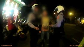 警方獲報迅速派出大量人力前往現場。(圖/翻攝畫面)