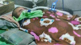 彰化縣,虐童、虐嬰,還未滿月的女嬰被父親黃姓男子打斷3根肋骨。翻攝照