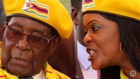 辛巴威前總統穆加比和妻子葛莉絲談好優渥條件才決定下台。(圖/翻攝世界報)