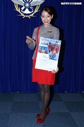 國防部發表國軍107年形象月曆,遠航空姐柯雅蓁。(記者邱榮吉/攝影)
