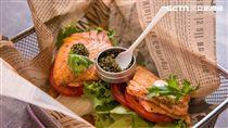 Burger Ray極品魚子醬鮭魚堡。(圖/Burger Ray提供)