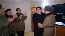 北韓,金正恩,試射,火星-15型飛彈(圖/美聯社/達志影像)