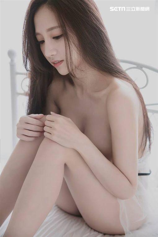 尖端出版社,Cosplay,蛇姬,林采緹,寫真集,胡睿兒,全裸