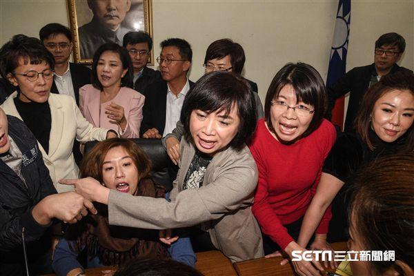 立法院12月4日再審勞動基準法。記者李英婷攝