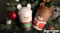 Mister Donut限定楓糖棒,耶誕造型杯套杯蓋。(圖/Mister Donut提供)