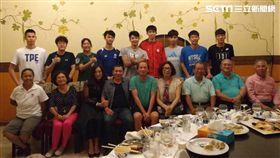 ▲當地台商熱情招待中華隊選手及教練團。(圖/劉威廷提供)