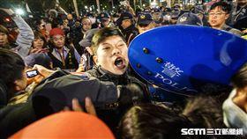 反對勞基法修惡,上百抗議民眾立法院中山南路抗議(圖/記者林敬旻攝)