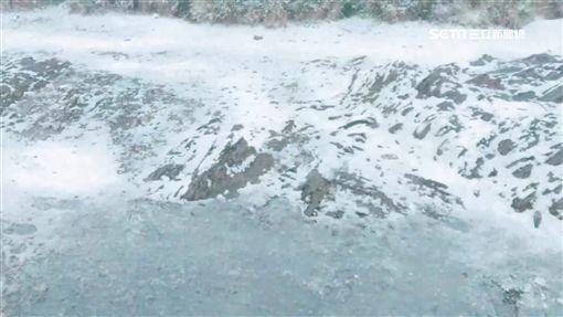 冷氣團報到! 合歡山凌晨下冰霰 遊客超嗨(冷氣團,冰霰,下雪,合歡山,武嶺)