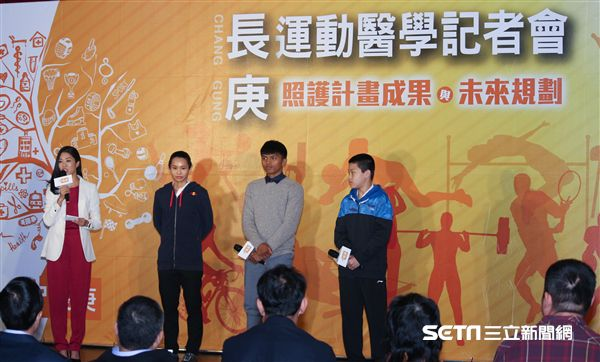 ▲賴主恩(右二)表示長庚醫療團隊的照顧讓他訓練上更有效率。(圖/記者蔡宜瑾攝影)