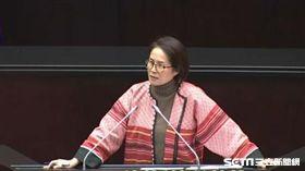 立委高金素梅唱情歌抗議原住民轉型正義被忽略,圖/截取立院轉播系統