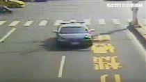 把巡邏車當成救護車開 員警只為搶救2歲女童性命(圖/翻攝畫面)