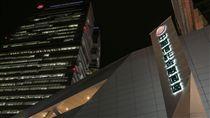 中信金墊付辜仲諒保釋金 遭罰千萬金管會主委顧立雄5日表示,中信金公司去年為在職及離職員工辜仲諒等人墊付新台幣1億元保釋金,依金控法重罰中信金1000萬元。圖為位於台北市南港區的中國信託金融園區。中央社記者謝佳璋攝 106年12月5日