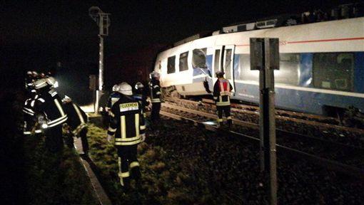 德國,北萊茵威斯特法倫州,火車,列車,車禍(News_Executive推特)