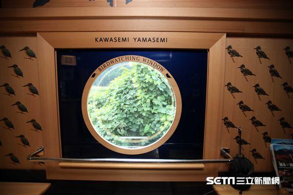 JR九州觀光列車,翡翠山翡翠號。(圖/記者簡佑庭攝)
