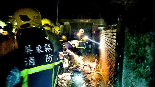 黃俊華等在女友家前丟汽油彈,女友全身95%灼傷不治,機車也燒到剩骨架。翻攝照
