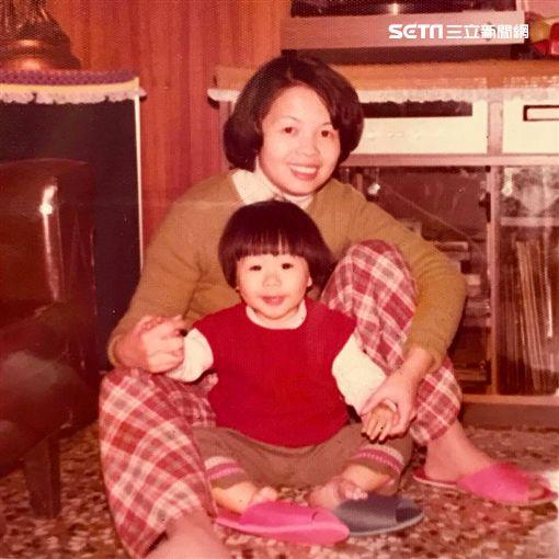 生日快樂,天團,五月天,主唱,阿信,媽媽,合照,小時候