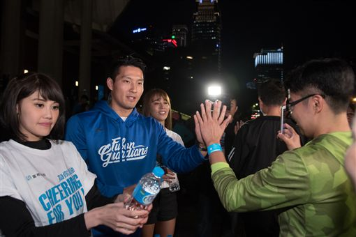 林哲瑄與Fubon Angels一起參與富邦開心跑活動。(圖/富邦悍將提供)