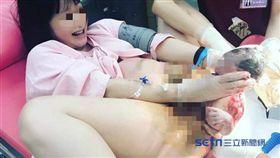 號稱「醫界金城武」的婦產科醫師林思宏昨日在其私人臉書及INSTAGRAM分享一張一名新手媽媽躺在產檯上「親自用雙手接生寶寶」的畫面,引發網友熱議。(圖/擷取自林思宏醫師INSTAGRAM/產婦授權提供)