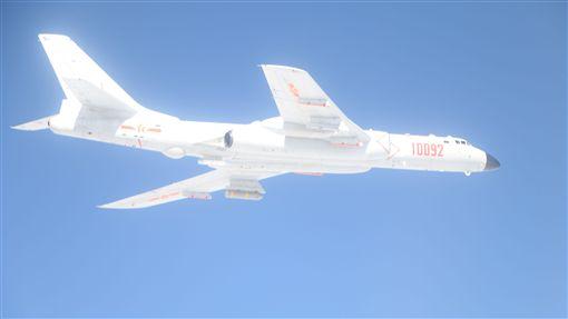 戰鬥機,轟-6K戰略轟炸機,共機繞台 圖/國防部提供