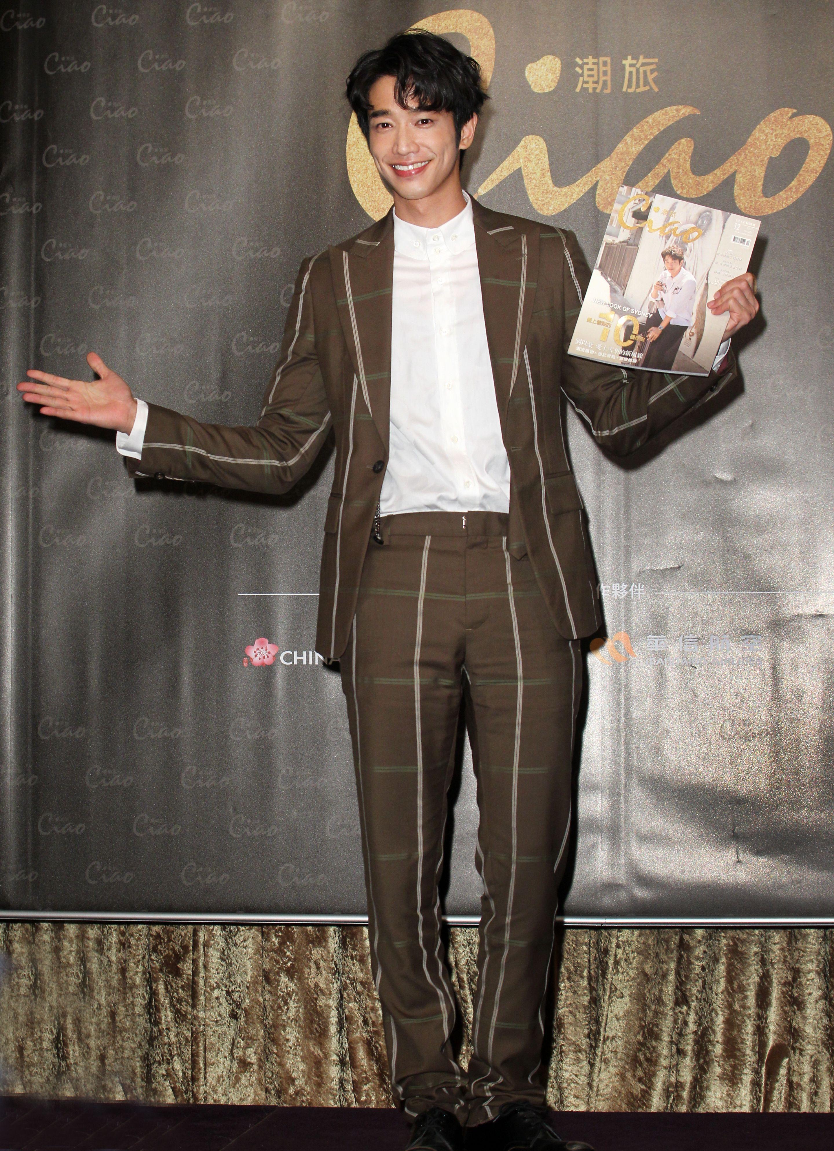 劉以豪為創刊號旅遊雜誌拍封面。(記者邱榮吉/攝影)
