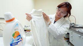 橘子工坊實驗室進行清潔力測試