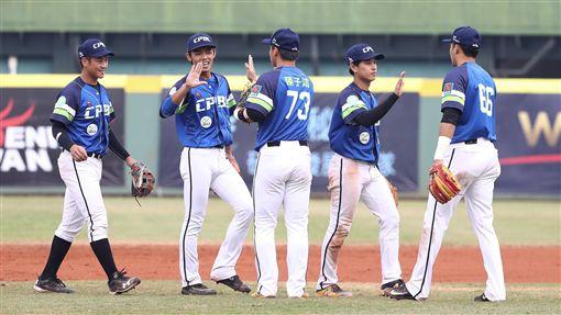 日本社會人對戰中職聯隊兩敗。(圖/中職提供)
