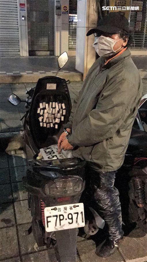 彭男因竊盜案被判刑4年多,只好回頭重操舊業,他偷車牌掛上兒子機車,專偷運送3C商品的貨車,彭男犯下至少6起竊案,初估獲利達百萬元,訊後依竊盜罪送辦(翻攝畫面)
