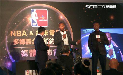 ▲NBA球星裴頓與巴特勒為NBA站台。(圖/記者林辰彥攝影)