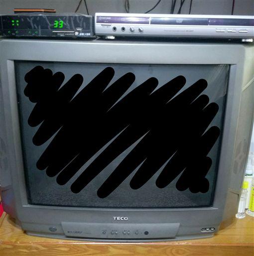 電視,復古,畫面,人像,拉長,走鐘,荒謬,Dcard 圖/翻攝自Dcard