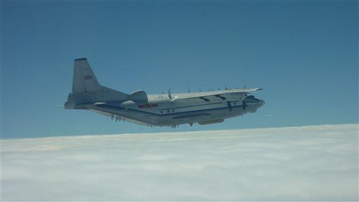 16:9戰鬥機,運-8平台改裝電子戰機,共機繞台 圖/國防部提供