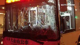 公車撞進店1000