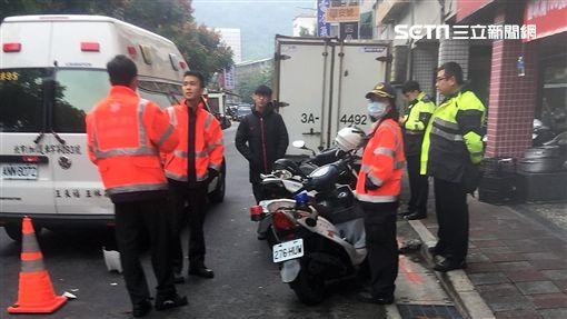 台北市後港消防隊執行前港街疾病救護時發生車禍(楊忠翰攝)