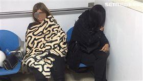 新北市海山分局警方昨天破獲1間隱藏在民宅內的泰籍應召站,逮捕3名泰籍女子、及3名嫖客與劉姓負責人。警方調查,這間應召站打著「加500元,多一次」的加值服務,甚至應召小姐還有特殊性3P、毒龍鑽和口爆不同的招式,吸引不少尋芳客上門,自今年11月下旬經營以來,生意不錯,是尋芳客追求熱門的應召聖地。