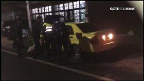 酒駕男肇事逃逸還反鎖車內拒酒測。