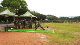 鄭兆村在手榴彈投擲中一舉丟出80公尺成績(圖/取自中華民國陸軍司令部臉書)