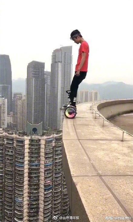 大陸極限高空挑戰第一人墜樓不治。(翻攝自北京青年報)