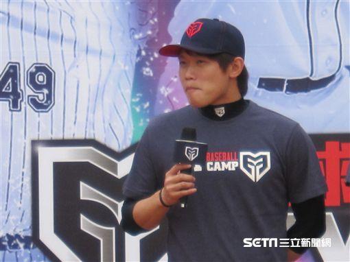 ▲旅日左投陳冠宇出席棒球訓練營活動。(圖/記者蕭保祥攝)