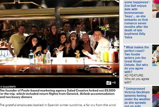 英國,佛心,老闆,旅行,聖誕節,員工,旅遊 http://www.dailymail.co.uk/news/article-5160303/Poole-boss-takes-team-Madrid-Christmas-party.html