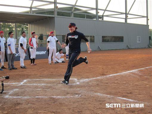 ▲陳冠宇在棒球訓練營自己參加跑壘大賽。(圖/記者蕭保祥攝)