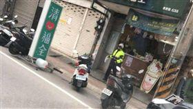 警察,飲料,值勤,清心,警政署(圖/翻攝自臉書王爸爸狗園)