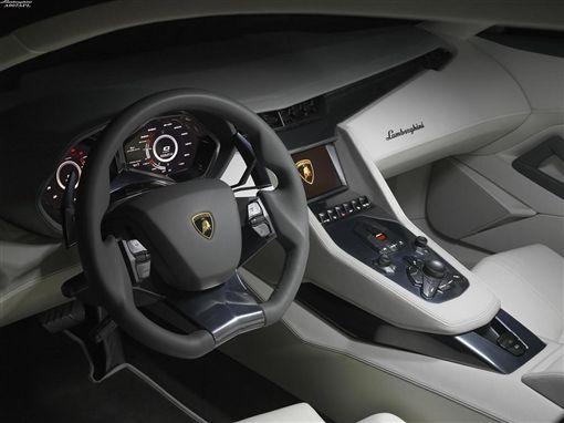 008年Lamborghini四門Estoque運動轎跑動一時。(圖/Lamborghini提供)